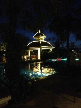 Phuket Graceland Resort & Spa: hotel was lit up every night!