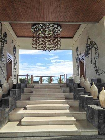 Samabe Bali Suites & Villas: Hotel entrance