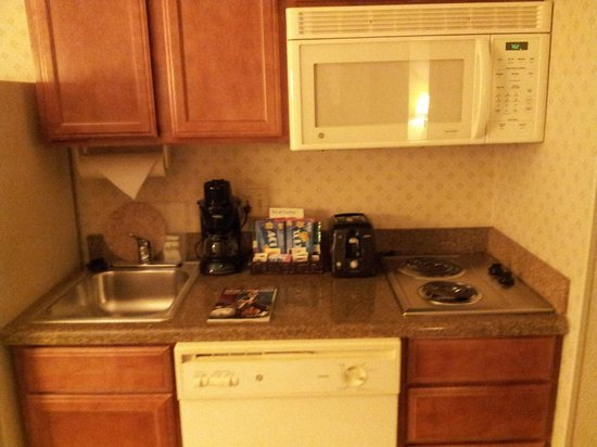 Homewood Suites by Hilton New Orleans: Kitchen area