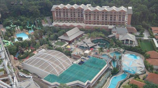 Resorts World Sentosa Equarius Hotel вид на аквапарк