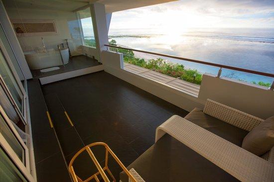 Samabe Bali Suites & Villas: Suite balcony