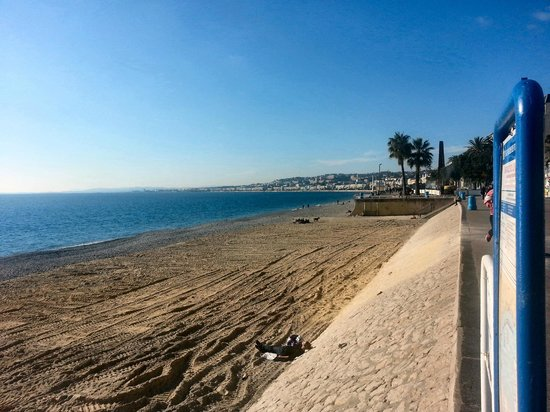 Hotel Nice Riviera: The beach - in December - With the full Azure Blue