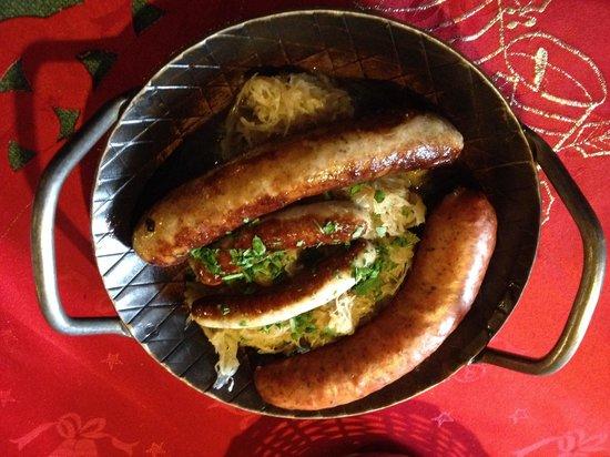 Restaurant Roter Hahn: Assiette de saucisses et choucroute