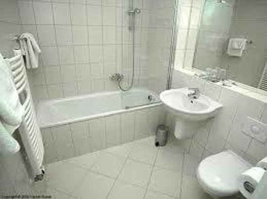 Douche en bad in 1 - Picture of Carol, Prague - TripAdvisor