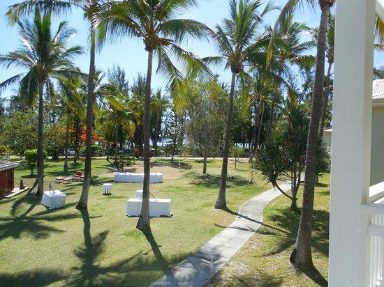 Hotel Le Recif: jardin et au fond le lagon