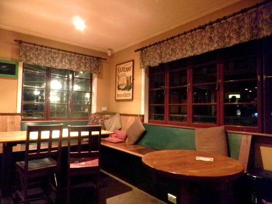 Clancy's Irish Bar & Restaurant: Indoor cozy seating