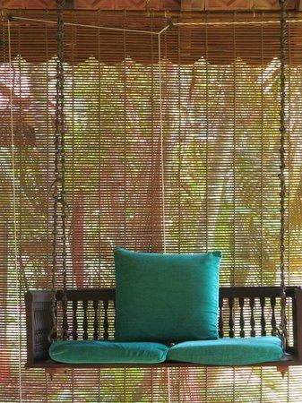 Vivanta by Taj - Kumarakom : swing in the front yard of room