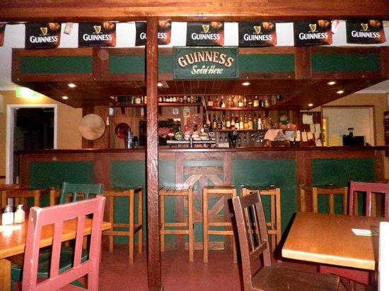 Clancy's Irish Bar & Restaurant: Bar counter