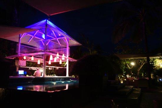 Segara Village Hotel : jacuzzi bar