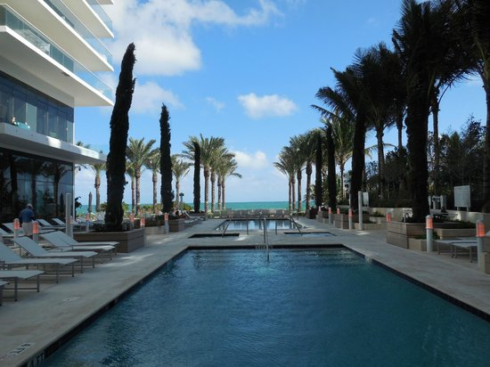 Grand Beach Hotel Surfside: Piscina planta baja