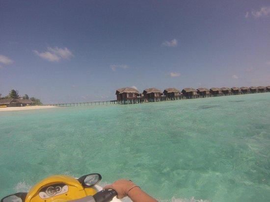 Anantara Dhigu MaldivesResort: vista desde moto de agua