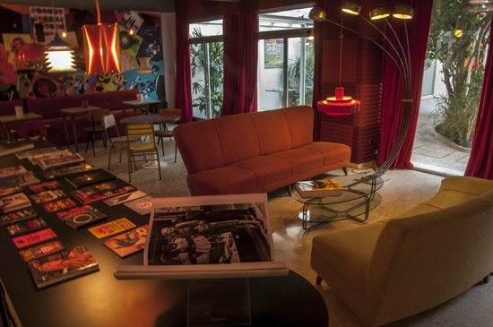 Vibes Music Hotel: Lobby Bar
