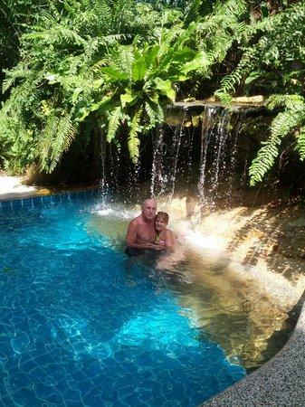 Fair House Beach Resort & Hotel : Pool im hauseigenen Dschungel