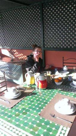 Riad Al Karama : Breakfast on the roof terrace