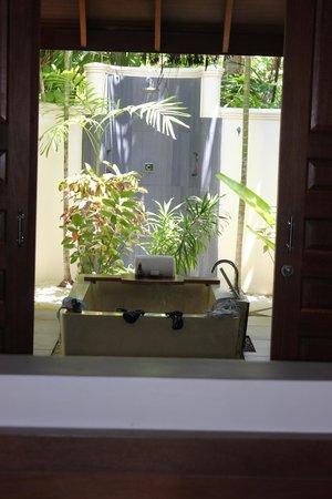 Anantara Dhigu MaldivesResort: baño habitacion playa