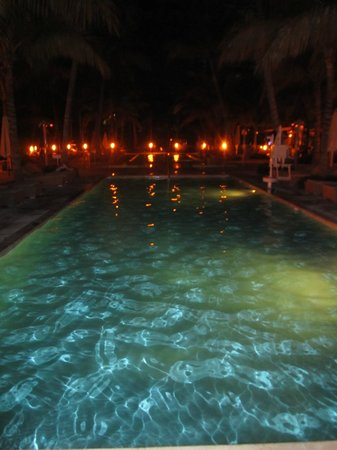 Grand Beach Hotel : Pool bei Nacht!