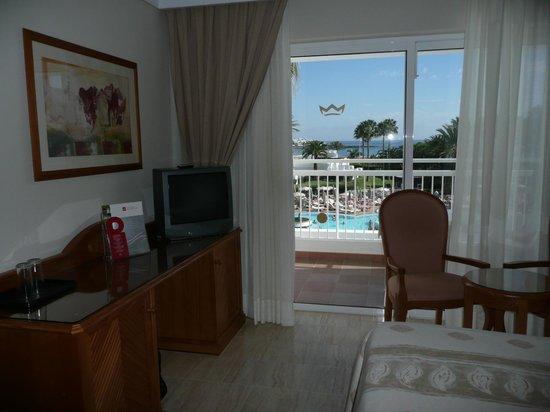 ClubHotel Riu Paraiso Lanzarote Resort: our bedroom