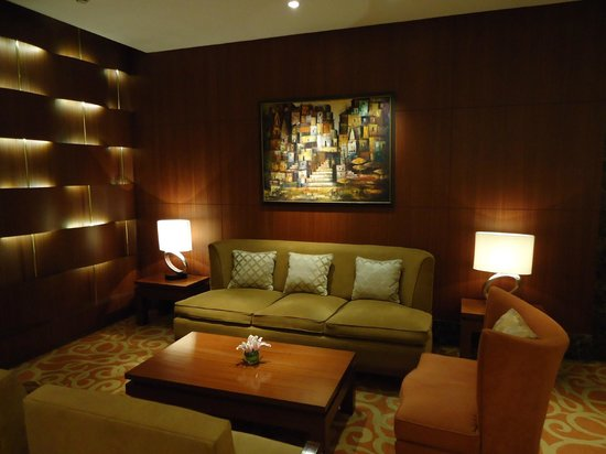 Taj Coromandel Chennai: Seating in the lobby