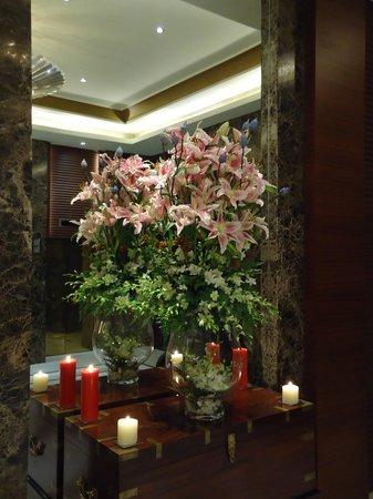 Taj Coromandel Chennai: Flowers on display
