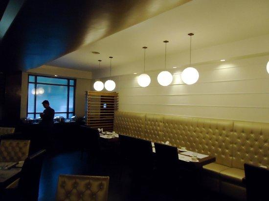 Hotel Polo Towers: Underground restaurant
