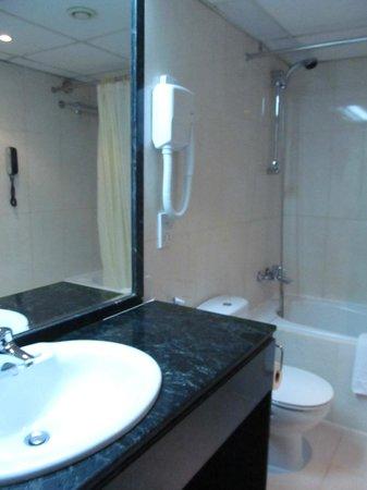 Imperial Suites Hotel: фен имеется и довольно мощный! Так что можно с собой не брать!