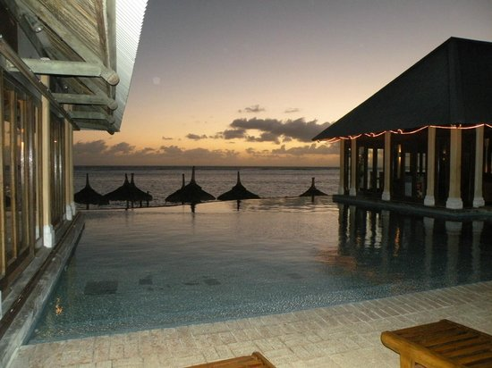 C Palmar Mauritius : piscina all'alba