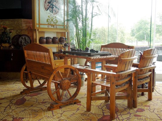 Holiday Inn Changzhou Wujin: Traditional furniture in the lobby