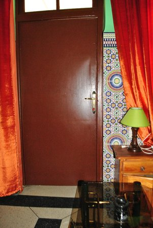 Dar Ahl Tadla : A corner of my room, next the door
