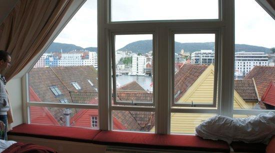 Radisson Blu Royal Hotel, Bergen: Вид на набережную Bryggen из окна люкса
