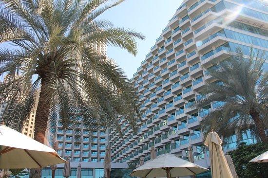Hilton Dubai Jumeirah Beach : Hotel as seen from the garden