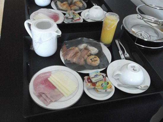 Aldeia dos Capuchos Golf & Spa: Pequeno Almoço no quarto