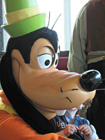 Disneyland Hotel: les personnages au restaurant les inventions
