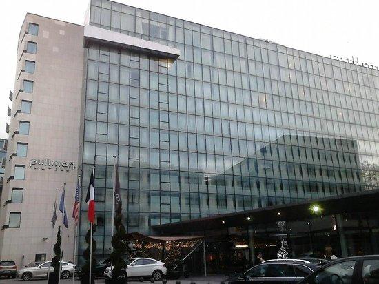 Pullman Paris Centre - Bercy: Entrée de l'hôtel