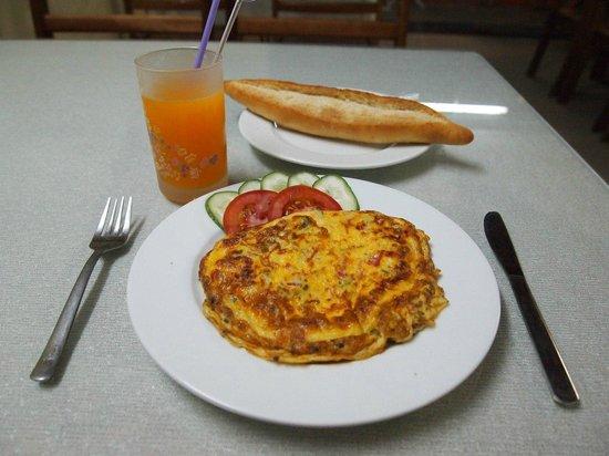 SunSea Hotel: Типичный ужин в отеле