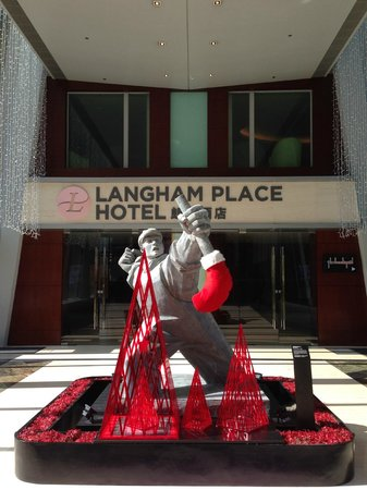 Cordis, Hong Kong at Langham Place : Entrance to hotel from shopping mall