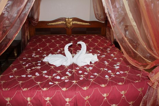Hotel Residence Green Lobster : Romantic decorations that came with the bed