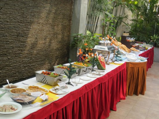 Iris - The Business Hotel and Spa : buffet
