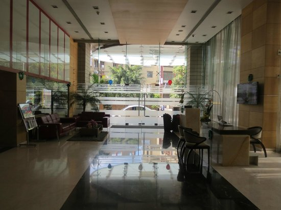 Iris - The Business Hotel and Spa : lobby