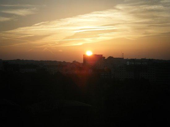 InterContinental Lisbon: Prime luci dell'alba su Lisbona