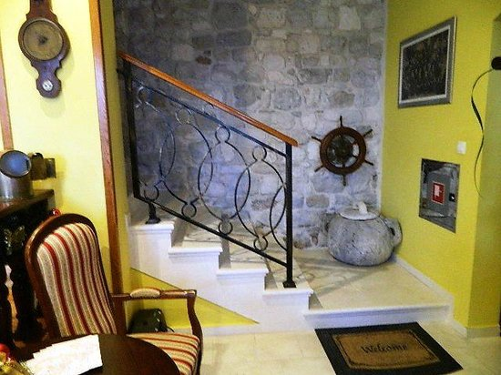 Boutique Hotel Adriatic : Beautiful juxtaposition of old stone, new stone, polished wood and wrought iron.