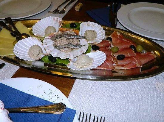 Boutique Hotel Adriatic : Appetizer of pate, prsut, olives, cheese and salty fish!