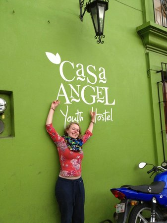Casa Angel Youth Hostel: The facade :) It's a green hostel!