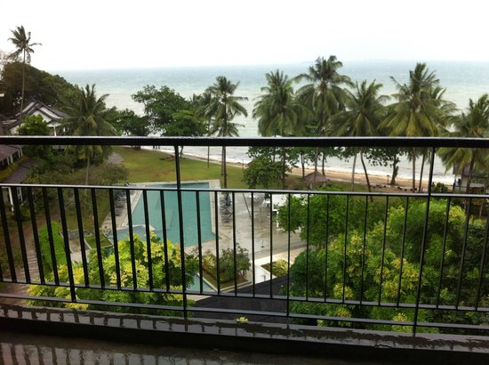 Turi Beach Resort: swimming pool view from room 230