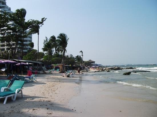 Tid Tarad Hostel Hua Hin : beach just down the road!