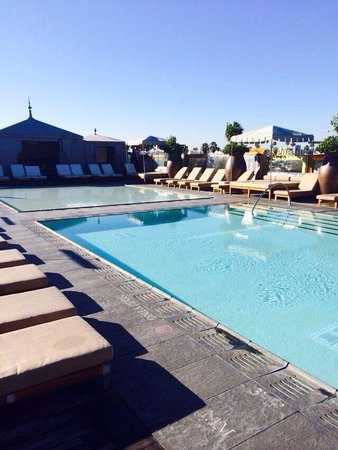 SLS Hotel, A Luxury Collection Hotel, Beverly Hills: Roof top pool