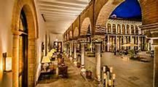 JW Marriott El Convento Cusco: Hotel Courtyard Gorgoues