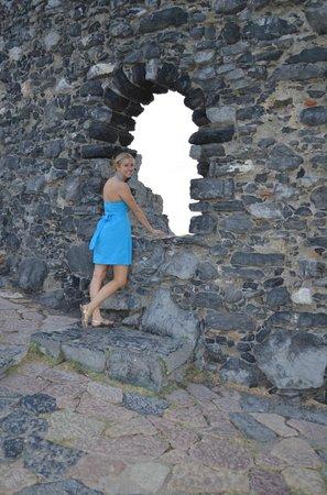 San Pietro Church: Wall nearby