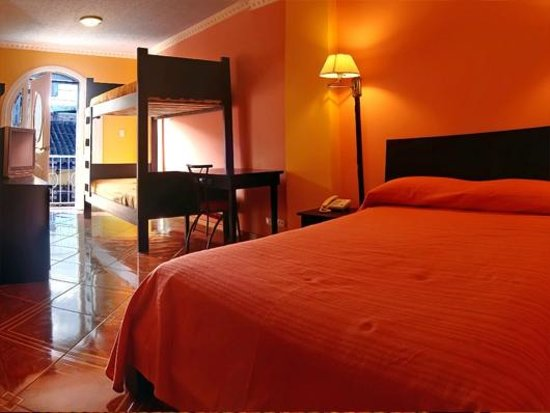Hostal Sucre: Quadruple Room