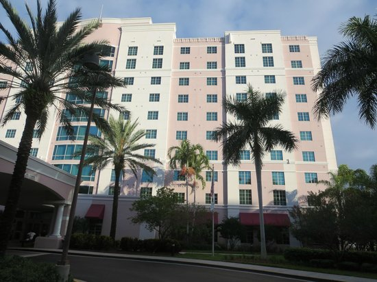 Doubletree by Hilton Sunrise - Sawgrass Mills: front of hotel