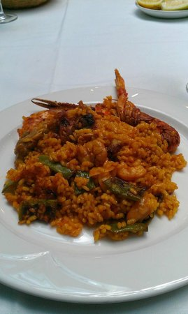 Melia Castilla: Scrumption seafood paella
